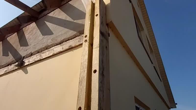 Сруб - пристройка к дому из пеноблоков.