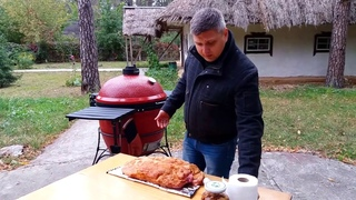 Ребра барбекю(bbq) и угольный гриль Kamado Joe