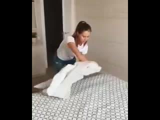 Как легко и быстро заправить одеяло в пододеяльник