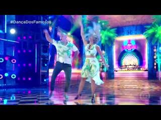 Джуниор Дос Сантос танцует