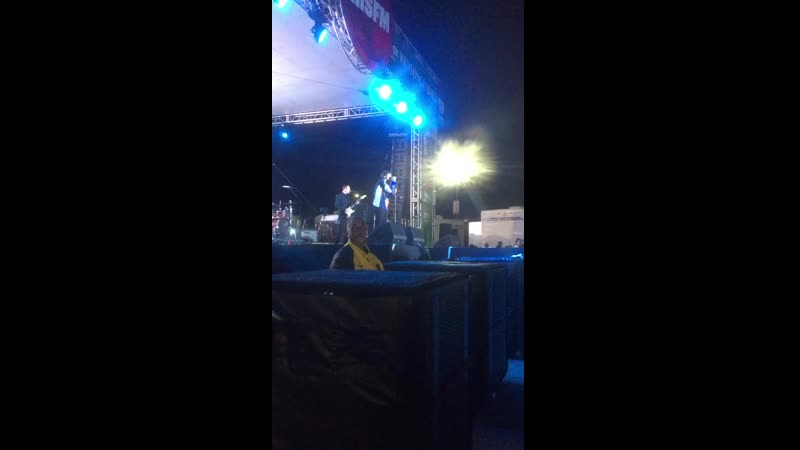 Louis performing DLIBYH tonight at KIISJingleBall Village via @
