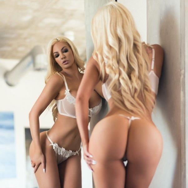 Nicoletta Shea Blonde Beauty Bikini Lobstertube 1