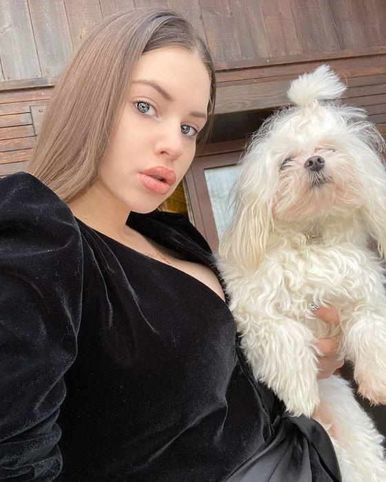 Саша Артемова не может справиться со своей собакой