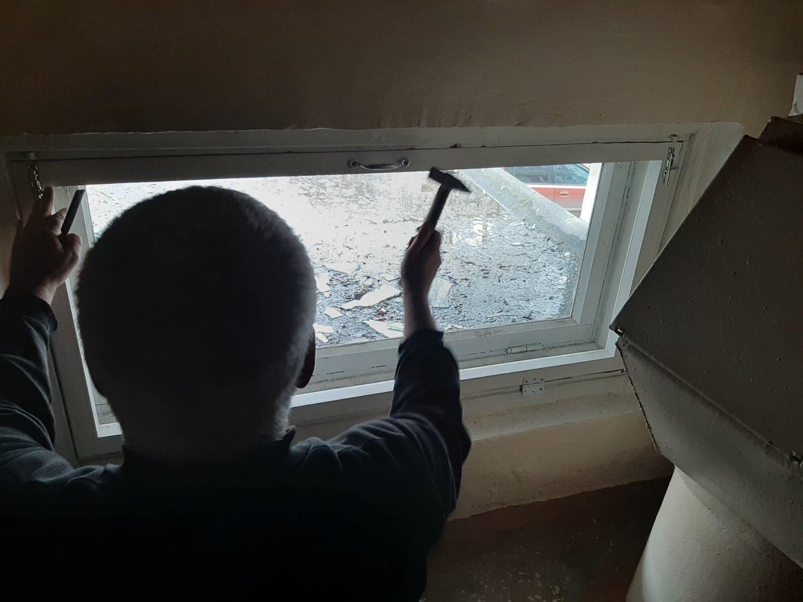 Улица Московская дом 173 замена разбитого стекла