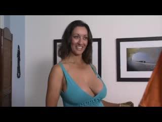 Зрелая мачеха в чулках учит и трахает молодого sex milf old lady porn mature mom busty big tit (инцест со зрелыми мамочками 18+)