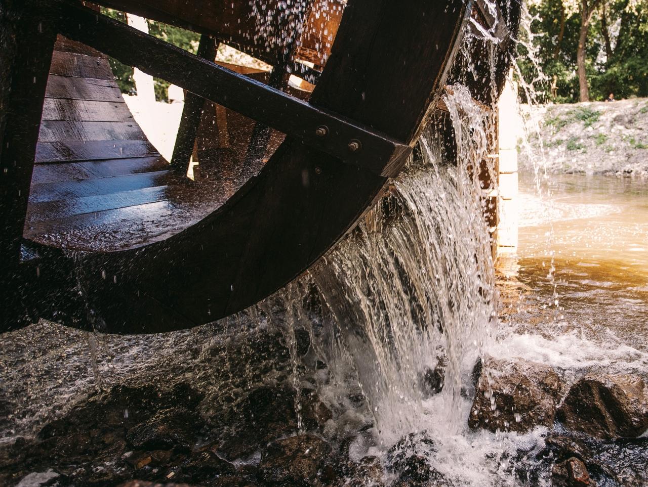 В Курской области после реконструкции запустили водяную мельницу