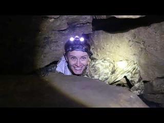 Пещера Кисели, очень узкие проходы, оператор застрял, матерится, но продолжает снимать