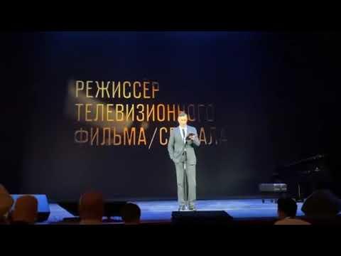 Егор Бероев вышел на сцену с желтой звездой Давида и сравнил вакцинацию с фашизмом
