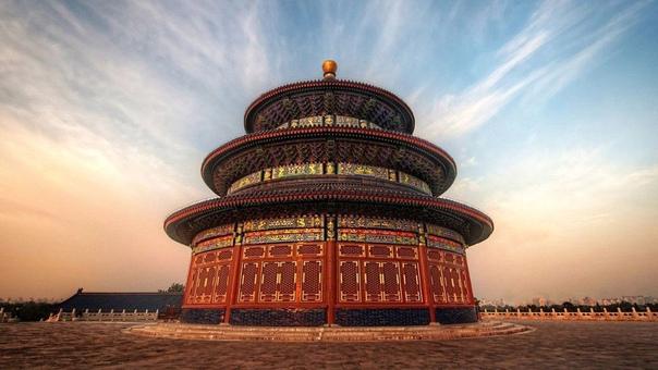 Храм Неба в Пекине (Китай) был построен 1420 году. Каждый год в день зимнего солнцестояния в Храм приходил император, чтобы помолиться Небу и попросить у него хорошего