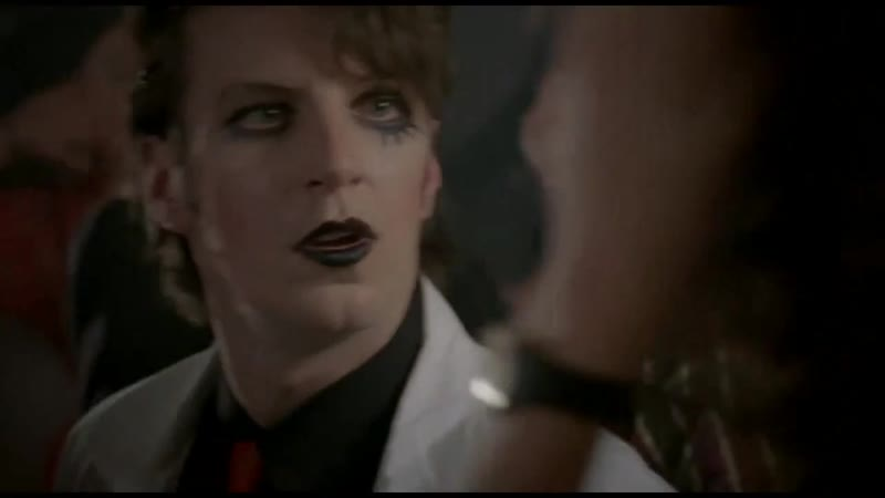 Крутая нью романтик вечеринка 1981 года в британском сериале Прах к праху