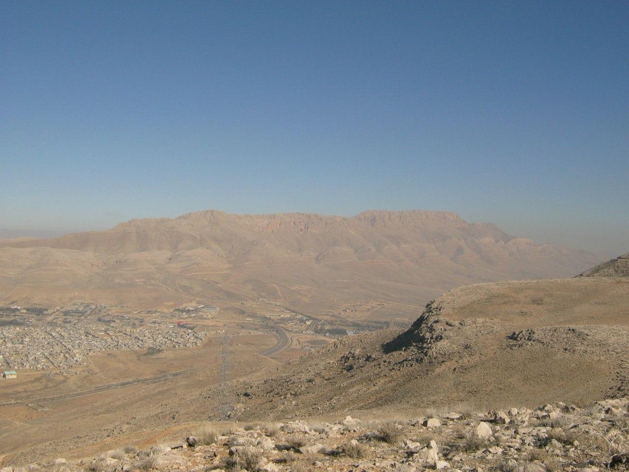 На горе над городом Шираз
