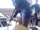 Пацан задарал платье жопастой девке (желтые труселя, огромная жопа, ей нравится)