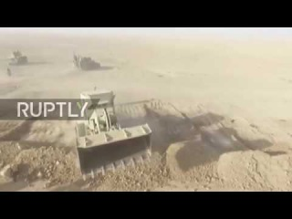Ирак: Дрон захватывает Иракских коалиционных сил во главе массирование к западу от Мосула.