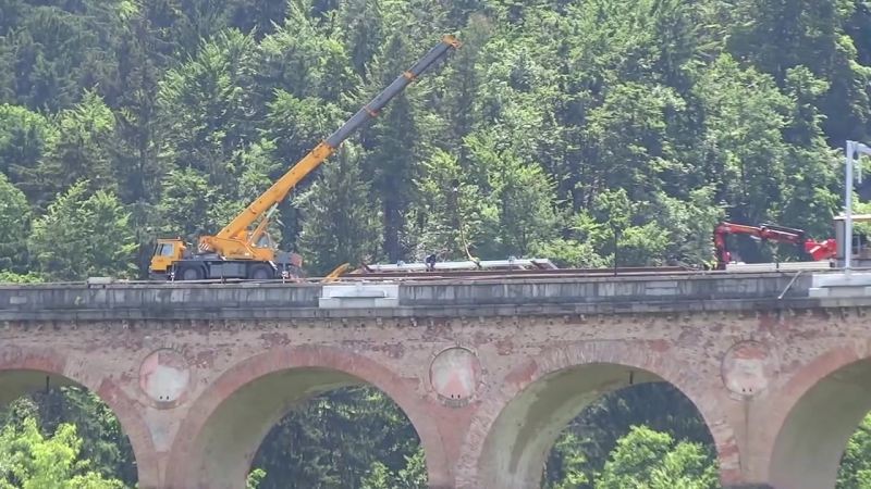 2015 05 30 Popravilo zeleznice - montaza portalne konstrukcije na Jelenovem mostu