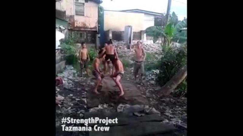 Tazmania crew acrobazie uniche ragazzi strada