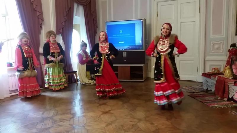 Башкирская народная песня Гульназира и танец Тыпырҙаҡ в исполненни фольклорного ансамбля Аҡ тирмә .