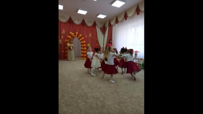 Танец рябинок Первый утреник в садике!
