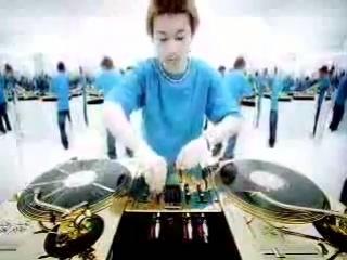 Вот это настоящий DJ... Dj Kentaro. Японец. восьмикратный победитель DMC.
