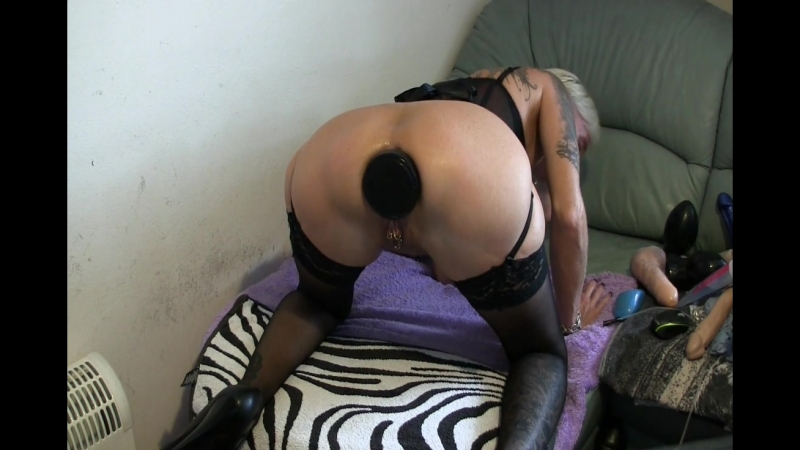 Anal stretching with water balloon inflatable dildo