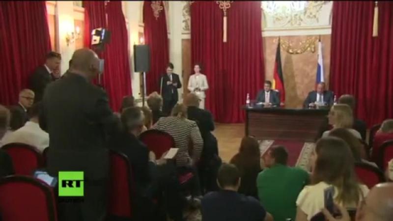 Von ARD und ZDF desinformiert, lügt Sigmar Gabriel auf einer Pressekonferenz in Russland