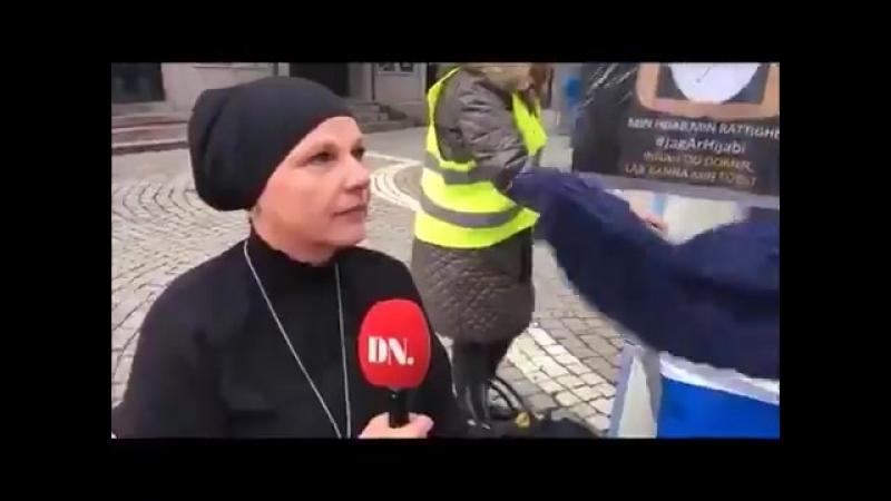 Bienvenue en Suède où les islamistes voilent les femmes suédoises dans la rue avec l'appui des médias d'état …