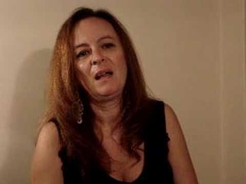 Patricia Scalvi dubla Elvira, a Rainha das Trevas