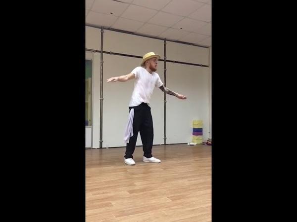 Popping dance versus Belly dance hip-hop track