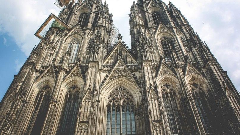 Занимает третье место в списке самых высоких церквей мира.., изображение №1