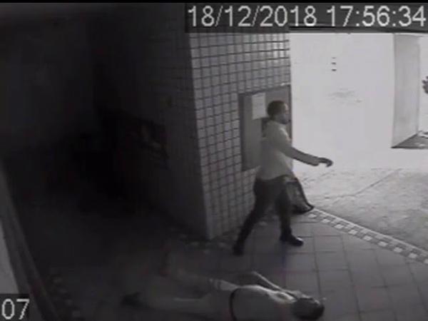Rodrigo Maia repórter da TV GAZETA filiada da REDE GLOBO agride covardemente idoso Cenas fortes