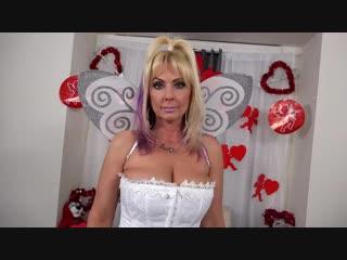 Зрелая трахает себя в анал и пизду большими игрушками секс порно белье колготки milf anal pantyhose dildo mom mature big tits