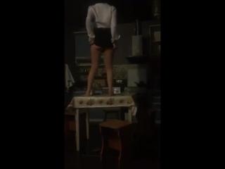 ВПИСАЛИ | СЛИЛИ - Стриптиз на столе от бухой девушки