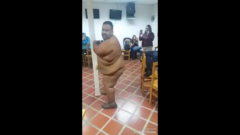 Голый Мужик Танцует Под Песню
