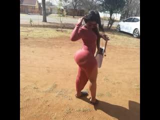 Big black ebony ass / огромная попа негритянки