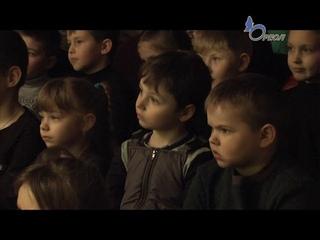 Сланцевский Образцовый театр кукол порадовал своих юных зрителей премьерой спектакля «Слонёнок»