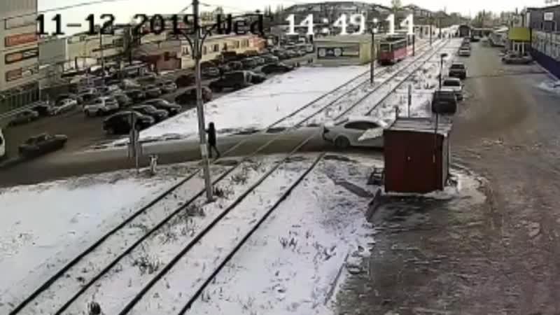 В Салавате трамвай на полном ходу сбил 18 летнего парня