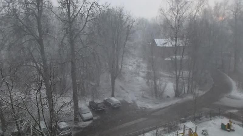 Снег кружится летает и тает а на улице весна