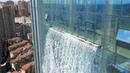 中国建了一座神奇大楼,竟悬挂了一条百米瀑布,引起众多网友惊叹