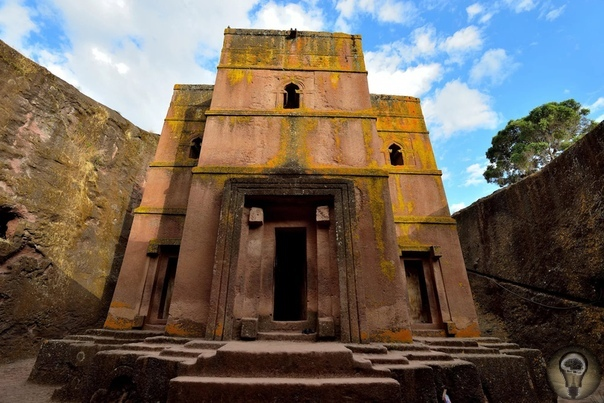 Скальные храмы Лалибэлы В самом центре Эфиопии, в 645-ти километрах от столицы Аддис-Абебы, расположен маленький городок Лалибэла, являющийся известным местом паломничества православных