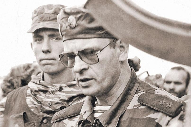 Генерал Романов. Через несколько месяцев во время мирных переговоров он будет подорван на фугасе и получит тяжелейшие ранения, от которых никогда не оправится.
