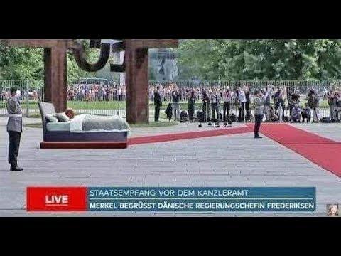 Eine Schande ► Merkel nimmt erneut Parade im Sitzen ab ► Bald auch im Bett