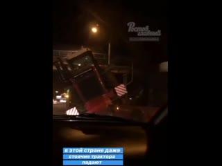 На Менжинского упал трактор  Ростов-на-Дону Главный