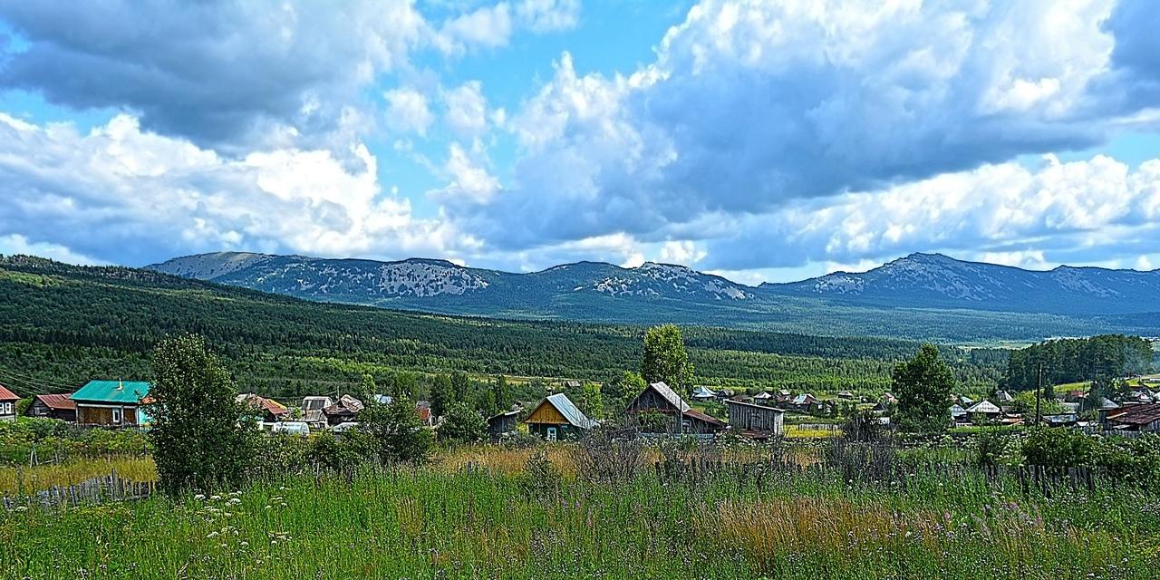 Хребет Большая Сукá. Чуть левее за этими горами лежит хребет Зюраткуль — продолжение Сукѝ — куда я отправлюсь завтра.