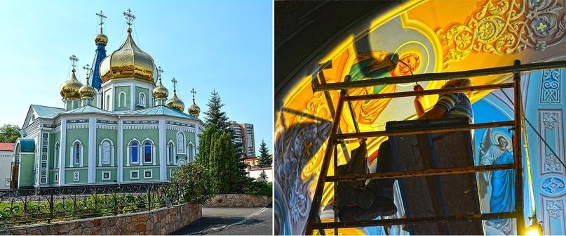 Внутри собора полным ходом идёт роспись стен и потолка яркими фресками.