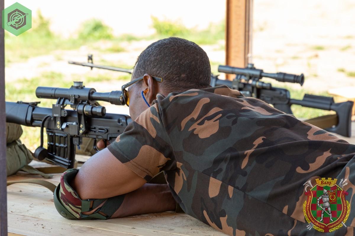 Photos de nos soldats et des Bases Marocaines - Page 7 KtmSuTU4Cjw