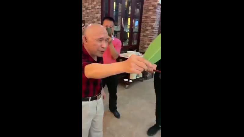 Кунг Фу мастер удивил участников вечеринки