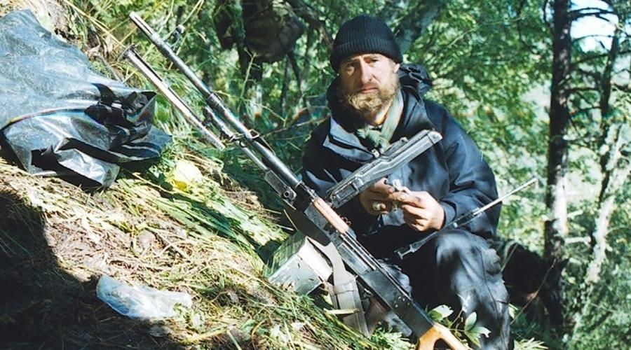 Гелаевский пулеметчик готовится к бою
