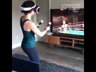Когда дал девушке поиграть в виртуальный бокс