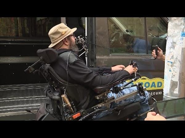 Немецкий блогер Кристиан Тифферт, путешествующий в инвалидной коляске, приехал в Киров(ГТРК Вятка)