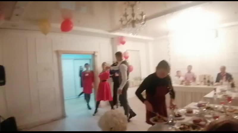 Танец мамы жениха и молодоженов