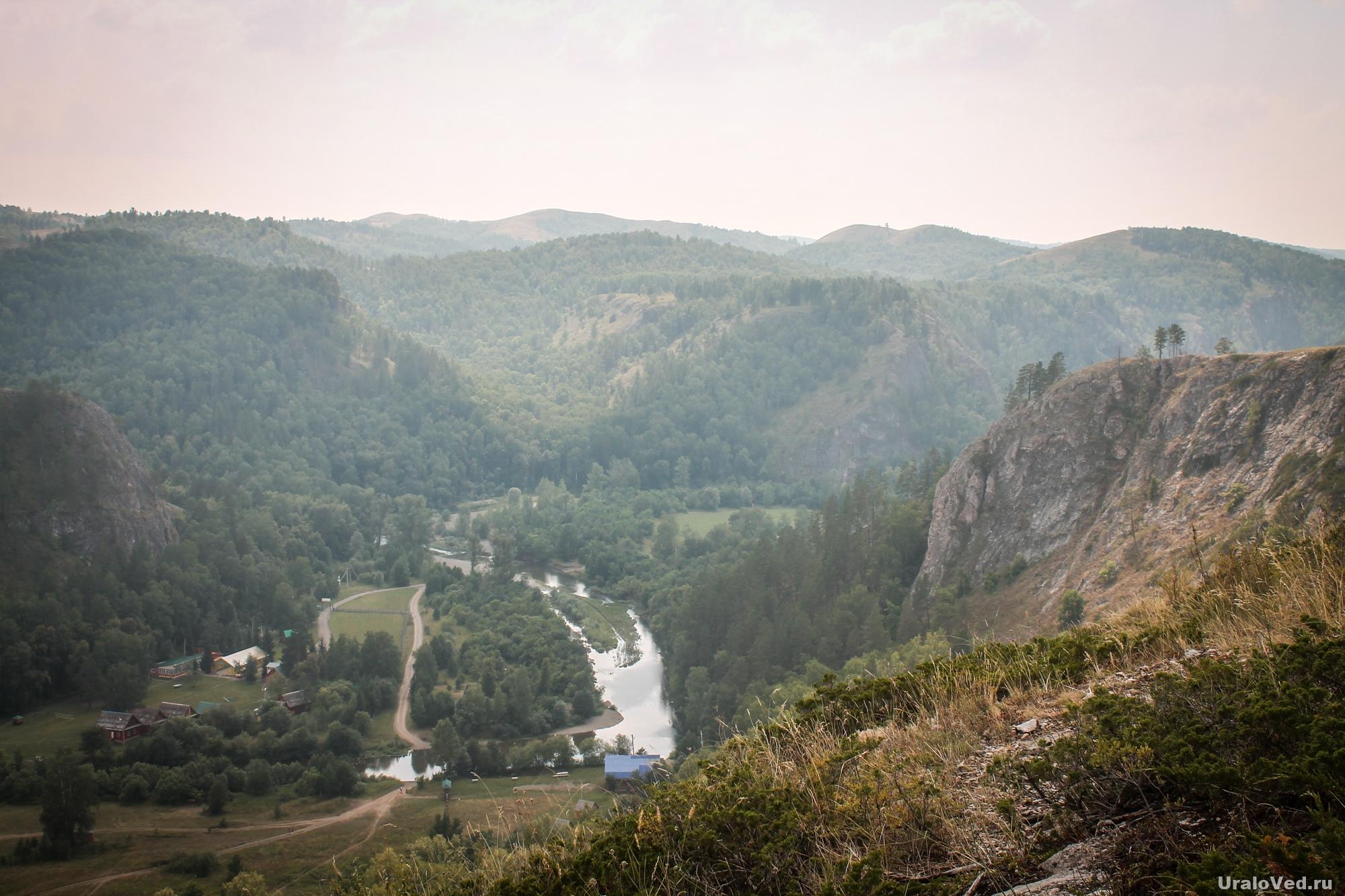 Вид со скалы на Мурадымовское ущелье